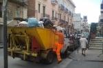 Gli operatori ecologici tornano al lavoro ad Acquedolci