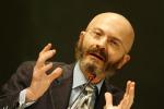 Giannino: «Fondi alle imprese per ripartire ma la vera sfida saranno i tagli»
