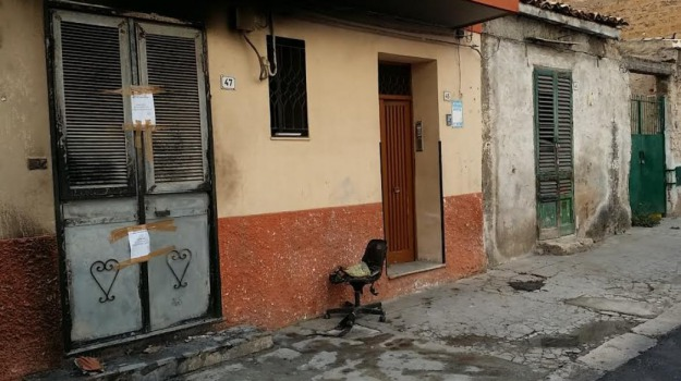 118, incendio, Palermo, via Enrico Toti, Sicilia, Palermo, Cronaca