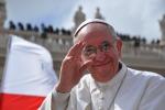 """Il Papa: """"Basta aborto ed eutanasia, l'obiezione di coscienza è una scelta coraggiosa"""""""