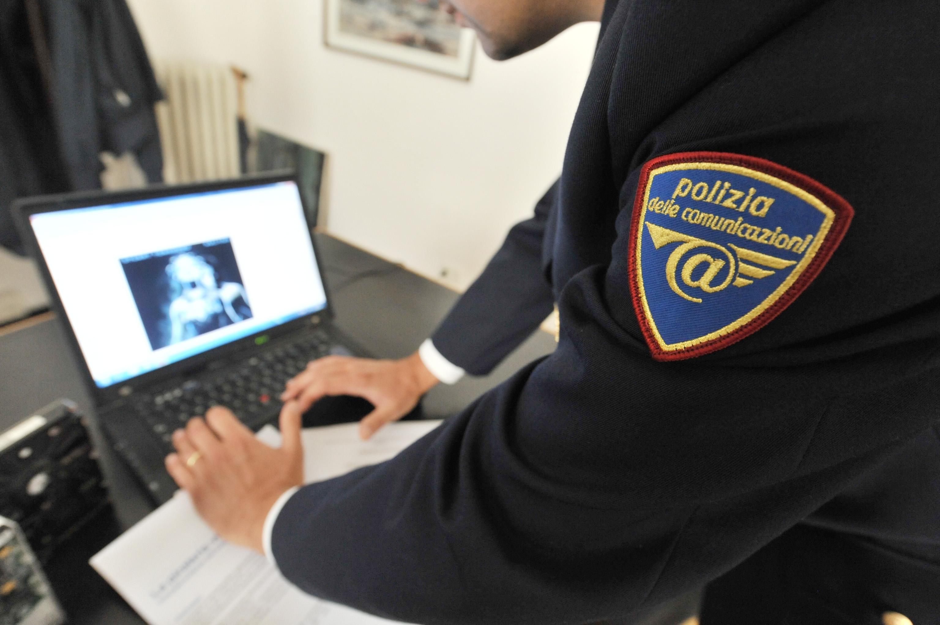 Conosciuti su facebook, torturava la compagna disabile: arrestato