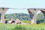 Caltagirone, il ponte ferroviario sarà demolito
