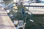 Pesce marcio e siringhe tra le barche di diporto a Trapani - Le foto