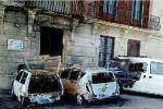 Auto in fiamme nel centro storico di Siracusa