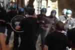 Scontri a Palermo tra polizia e studenti del Regina Margherita, tre feriti: il video