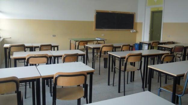 caltanissetta, impronte, scuola, Caltanissetta, Cronaca
