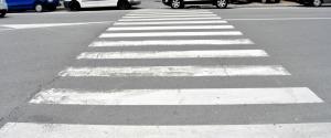 Auto su strisce pedonali e sugli scivoli per disabili, scattano mille multe a Palermo