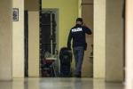 Tragedia in casa a Roma: una donna e due bambini accoltellati