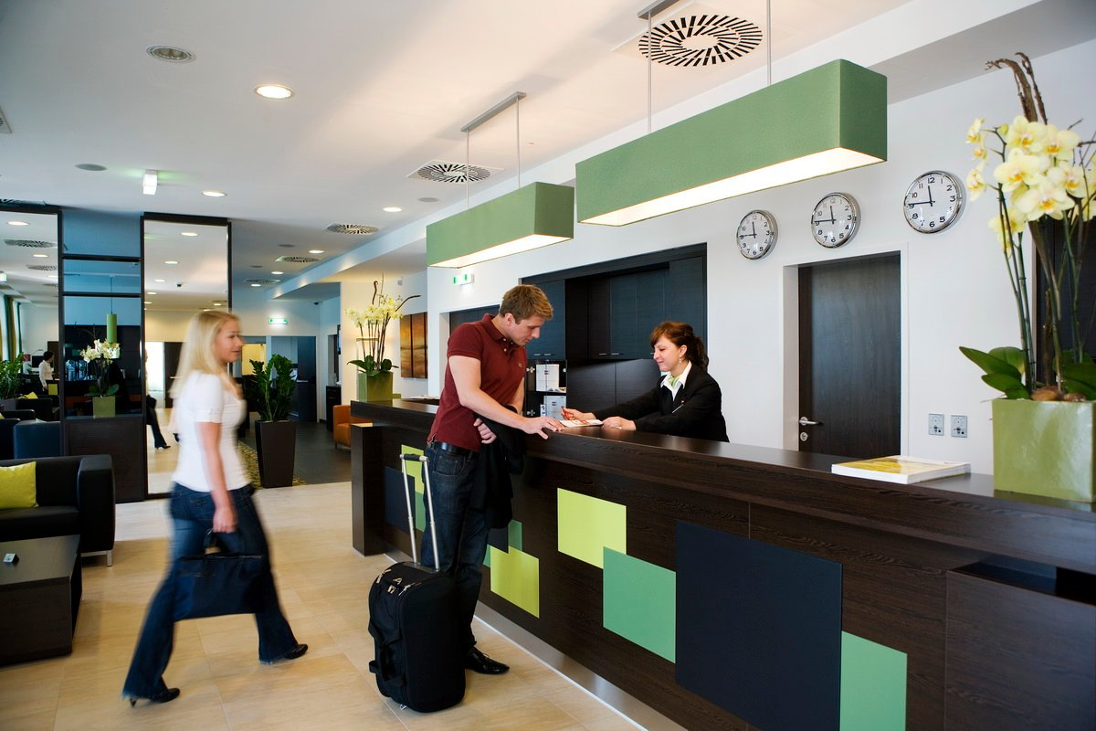 Hilton Catania Capomulini Lavoro camerieri, receptionist e manager: negli hotel posti liberi