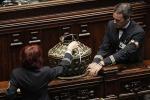 Consulta, fumata nera per l'elezione dei giudici: proteste e bigliettini alla Camera