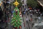 A Sydney un albero di Natale tutto costruito con i mattoncini Lego
