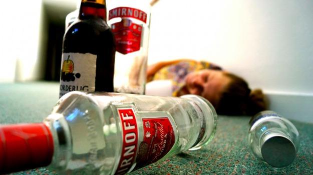 abbuffata alcolica, alcolici, allarme ministero salute, Sicilia, Società