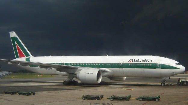 atterraggio emergenza, volo alitalia, Sicilia, Cronaca