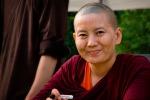 Da monaca in Nepal a cantante: la buddista Ani Choying Drolma conquista il mondo con la sua musica sacra - Video
