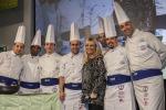 Antonella Clerici, la regina dei fornelli in tv festeggia il nono anno di Etnapolis con uno show all'insegna del... cibo - Foto