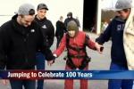 Giù col paracadute a 100 anni: anziana americana batte il record di Bush - Video
