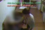 Pisa, picchia un'anziana 92enne con schiaffi, spinte e insulti: video choc inchioda una badante marocchina