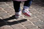 La storia di Zoe, una mini-protesi a 17 mesi e adesso cammina
