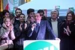 """Berlusconi torna in campo e si scaglia contro Renzi: """"Non posso evitarlo"""""""