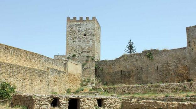 castello di lombardia, Enna, Politica