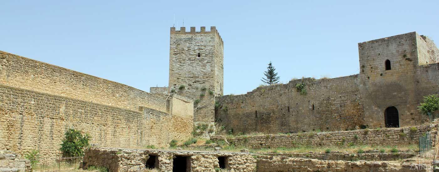 Letto A Castello Lombardia.Enna Castello Fruibile Solo In Parte Appello Per I Lavori
