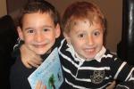 Scrive un libro a soli 7 anni e raccoglie un milione di dollari per l'amico malato