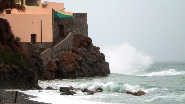 maltempo in sicilia, nave milano eolie, siremar, Messina, Cronaca