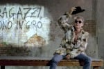 Ligabue in pelliccia nel nuovo videoclip, insorgono gli animalisti