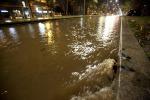 Strade e negozi invasi dall'acqua a Trapani