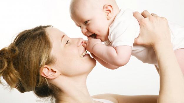 bambino, mamma, neonato, papa, rapporto, Sicilia, Società