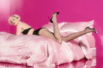 Miley Cyrus testimonial sexy chic per i collant senza cuciture - Video