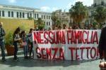 """Gruppo senza casa davanti alla Cattedrale di Palermo: """"No allo sgombero dell'ex-convento"""""""