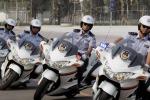 """Stop ai poliziotti vestiti come i """"duri"""" di Bollywood"""