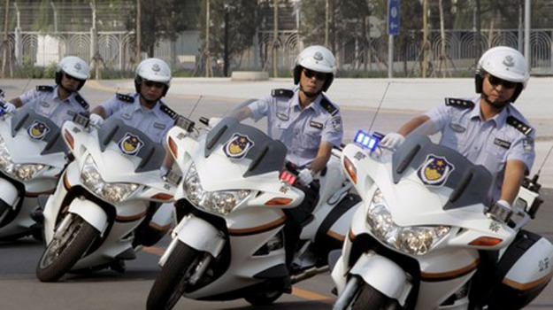 agenti, occhiali, pantaloni, polizia, punizione, sole, Sicilia, Società