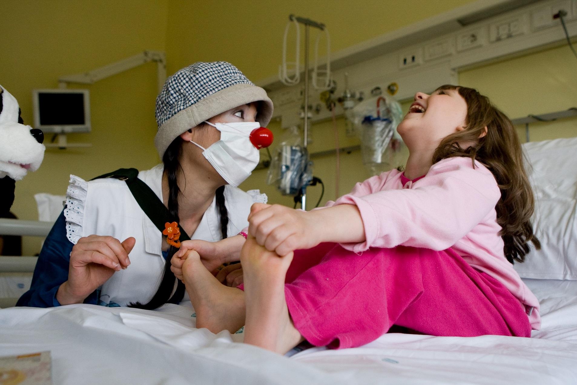Risultati immagini per clown therapy