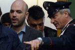"""""""Minacce di morte a Saviano"""", assolti i boss della camorra. Condannato avvocato"""