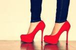 Tacchi alti e sport senza preparazione: più interventi a ginocchio e caviglia