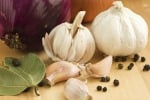 La rivincita di aglio e cipolla, riducono il rischio di cancro allo stomaco