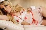 Alexandra Larsson, infermiera sul web: la modella che ha stregato il calciatore - Le foto