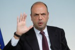 """Naufragi, Alfano: """"Prioritario contrastare i mercanti di morte"""""""