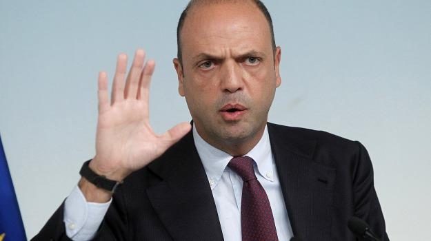 allerta, espulsioni, ministro, terrorismo, Angelino Alfano, Sicilia, Archivio