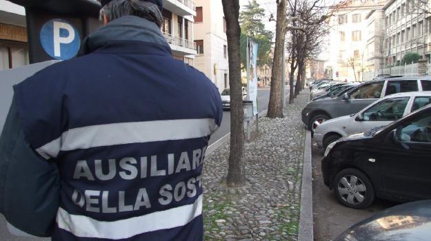 aggressione, arresto, ausiliare traffico, multa, Catania, Cronaca