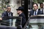 Berlusconi a Palazzo Grazioli, nuovo look per il Cavaliere - Le foto
