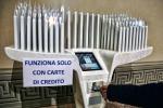 Tariffario e carta di credito per le offerte, rimosso il candelabro hi-tech