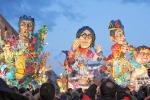Carnevale di Sciacca, assemblati i nuovi carri allegorici: le immagini video