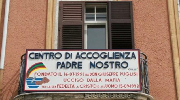 centro padre nostro, intimidazione, pullman, Palermo, Cronaca