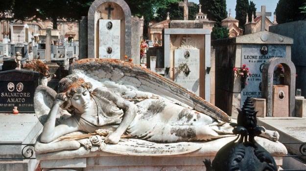 cimitero a Siracusa, Siracusa, Cronaca