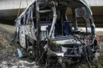 Scontro tra un autobus pieno di studenti e un camion: 18 morti in Egitto