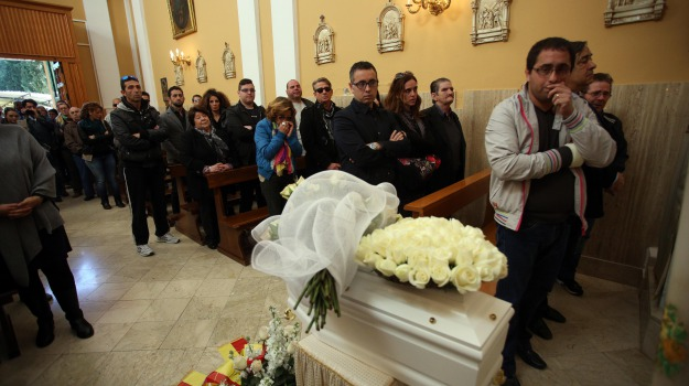 bambina, funerali, madre, neonata morta, Palermo, Cronaca