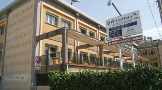 mottura, riscaldamenti, scuola, Caltanissetta, Cronaca